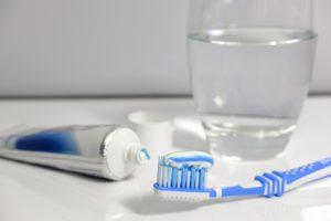 מברשת שיניים ומשחה